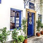 部屋のインテリアに個性を出す地中海ブルーのカーペット