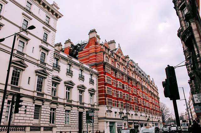 雨の日のロンドンを連想するハンドメイド傘
