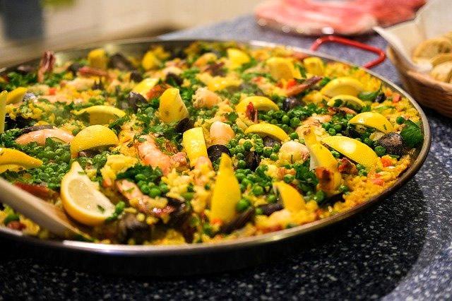鮮やかなカラーを楽しむ地中海料理の代表メニュー